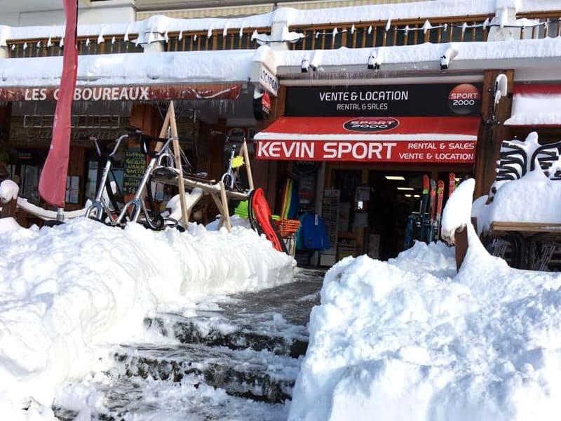 Skiverhuur winkel KEVIN SPORT, 128 place de Belledonne in Chamrousse