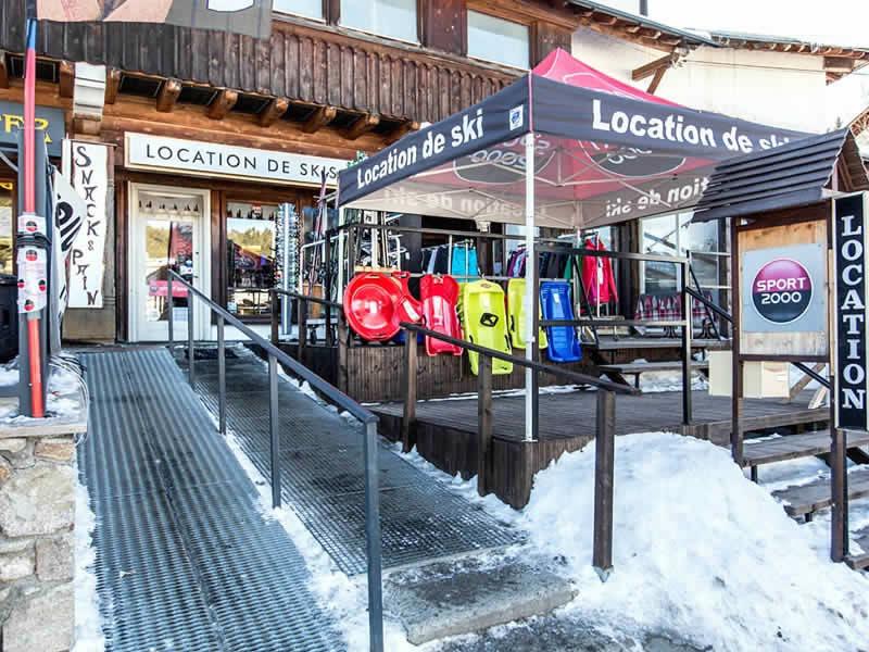 Skiverhuur winkel EVASION, 25 Avenue du Serrat de l'Ours in Bolquère-Pyrénées 2000