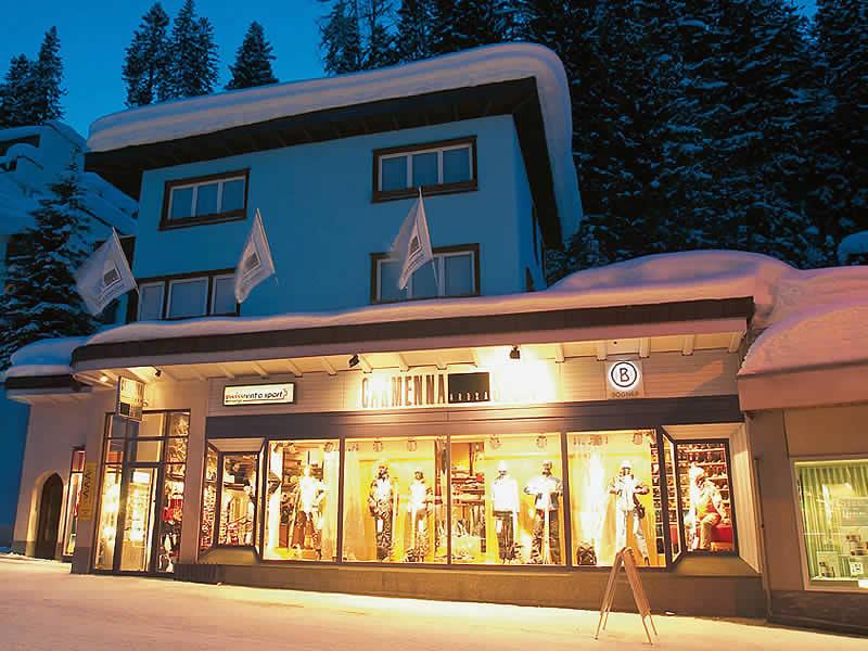 Skiverhuur winkel Carmenna Sport, Äussere Poststrasse in Arosa