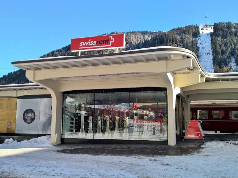 Skiverhuur winkel Paarsenn Sports swissrent, Bahnhof Rhätische Bahn in Davos-Platz