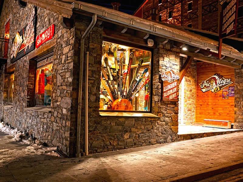 Skiverhuur winkel Pic Negre VIII, Carretera General in Soldeu