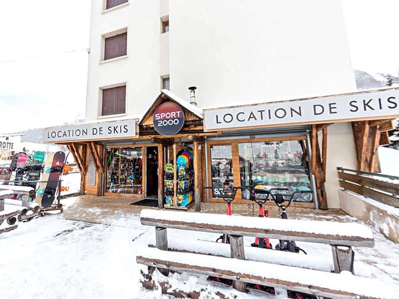 Skiverhuur winkel SPORT'S MOUNTAIN, Centre Cial L'Aravet-VILLENEUVE la Salle in Serre Chevalier Villeneuve