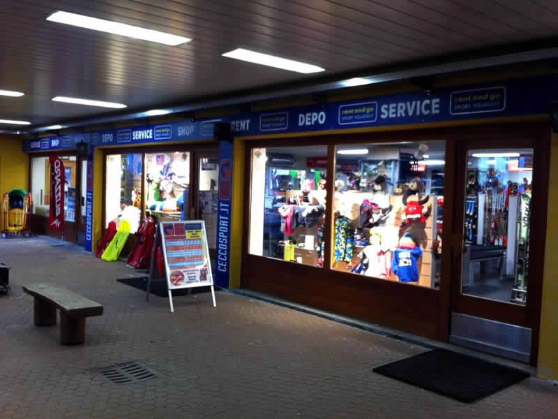 Skiverhuur winkel Cecco Sport, Centro Commerciale (Direkt an den Pisten Skigebiet Bormio 2000) in Bormio 2000-Valdisotto