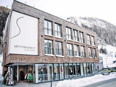 Skiverhuur winkel SPORT 2000 Jennewein, St. Anton am Arlberg in Dorfstrasse 2