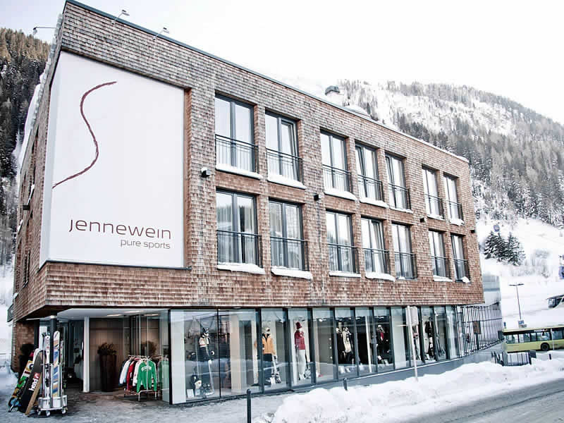 Skiverhuur winkel SPORT 2000 Jennewein, Dorfstrasse 2 in St. Anton am Arlberg