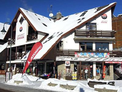 Skiverhuur winkel Sport Cermak, Harrachov in HNr. 622