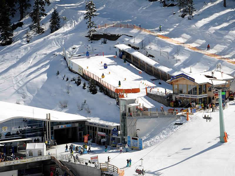 Skiverhuur winkel Sport Schiestl, Horbergbahn Bergstation in Schwendau