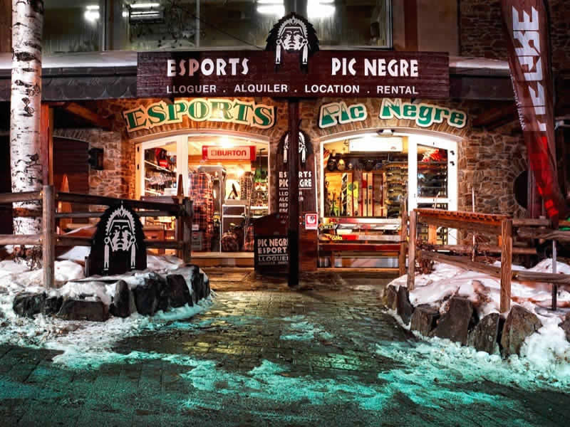 Skiverhuur winkel Pic Negre IV, Hotel Llop Gris (Salida Estación) in El Tarter