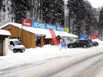 Skiverhuur winkel Sun ski & board school, Spindleruv Mlyn in Hromovka (Gegenüber Talstation Sessellift)