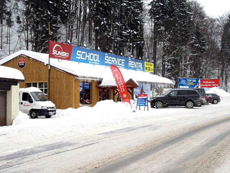 Skiverhuur winkel Sun ski & board school, Hromovka (Gegenüber Talstation Sessellift) in Spindleruv Mlyn