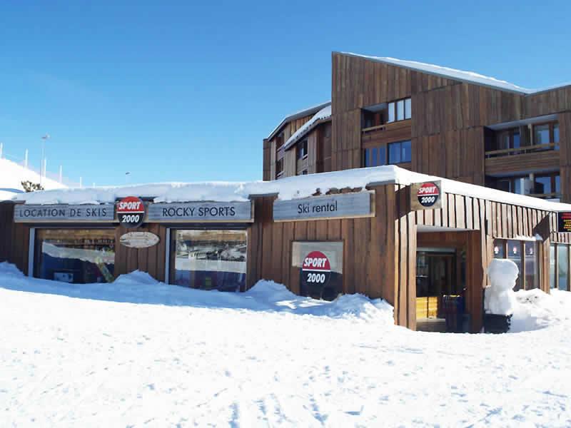 Skiverhuur winkel ROCKY SPORTS, L'Eclose - rue du 93ème RAM in Alpe d'Huez