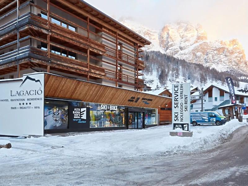 Skiverhuur winkel Alta Badia Shop & Rental, Micurá de Rü 48 in Alta Badia-San Cassiano/Sankt Kassian
