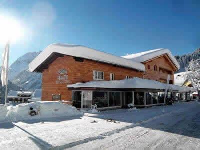 Skiverhuur winkel Sport Hilbrand, Kleinwalsertal - Mittelberg in Moosstrasse 7 [Talstation Walmendingerhornbahn]
