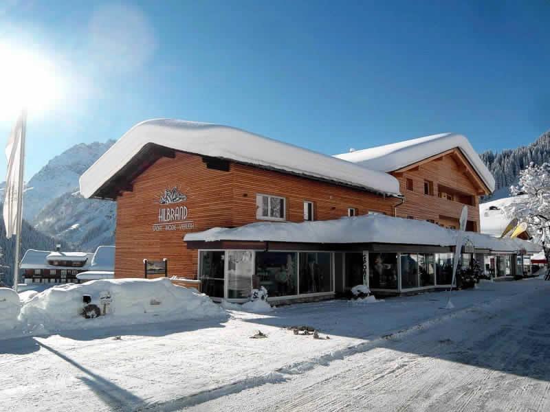 Skiverhuur winkel Sport Hilbrand, Moosstrasse 7 [Talstation Walmendingerhornbahn] in Kleinwalsertal/Mittelberg