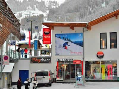 Skiverhuur winkel SPORT 2000 Jennewein Nasserein, St. Anton am Arlberg in Nassereinerstrasse 6 [Talstation Nassereinbahn]
