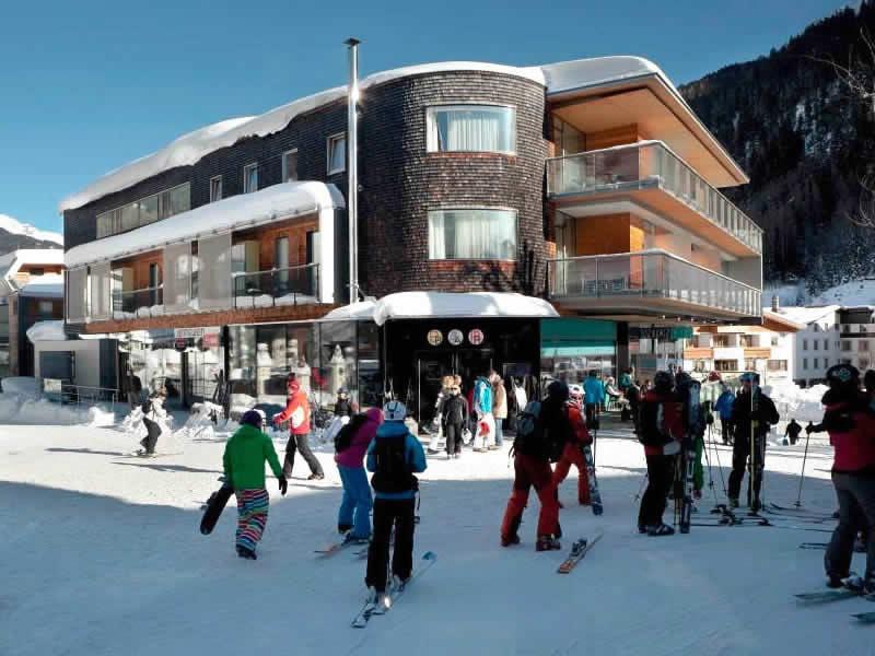 Skiverhuur winkel SPORT 2000 Jennewein Dorf, Neben Galzigbahn Talstation im Hotel Anton in St. Anton am Arlberg