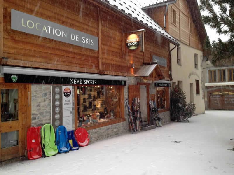 Skiverhuur winkel NEVE SPORTS, Place de la mairie in Ceillac