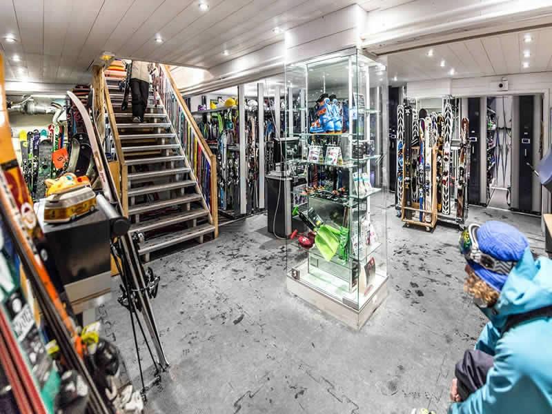Skiverhuur winkel BORASO SPORT, Place des Dolomites in Val d Isere