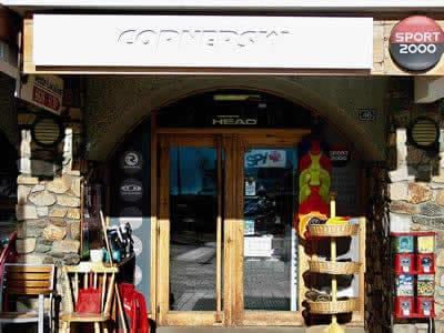 Skiverhuur winkel CORNERSKI, Alpe d'Huez in Place du Cognet - Immeuble le Karen