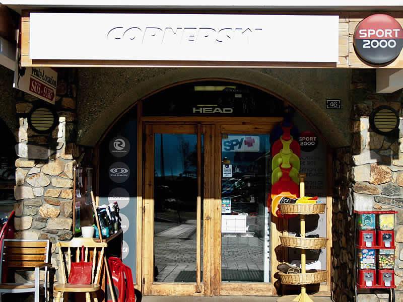 Skiverhuur winkel CORNERSKI, Place du Cognet - Immeuble le Karen in Alpe d'Huez