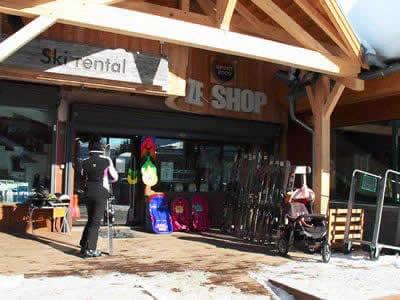 Skiverhuur winkel ZE SHOP, Alpe d'Huez in Place Joseph Paganon