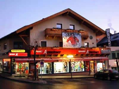 Skiverhuur winkel Achleitner Sport, Zell am See in Postplatz 2