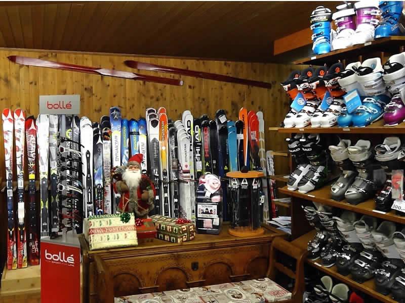 Skiverhuur winkel Bach Sport, Rue du Temple 1 in Château-d'Oex