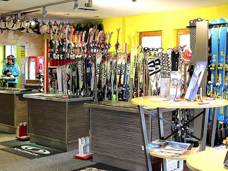 Skiverhuur winkel Snoworld, Talstation Gondelbahn - Alpendorf 2 in St. Johann i.Po.-Alpendorf