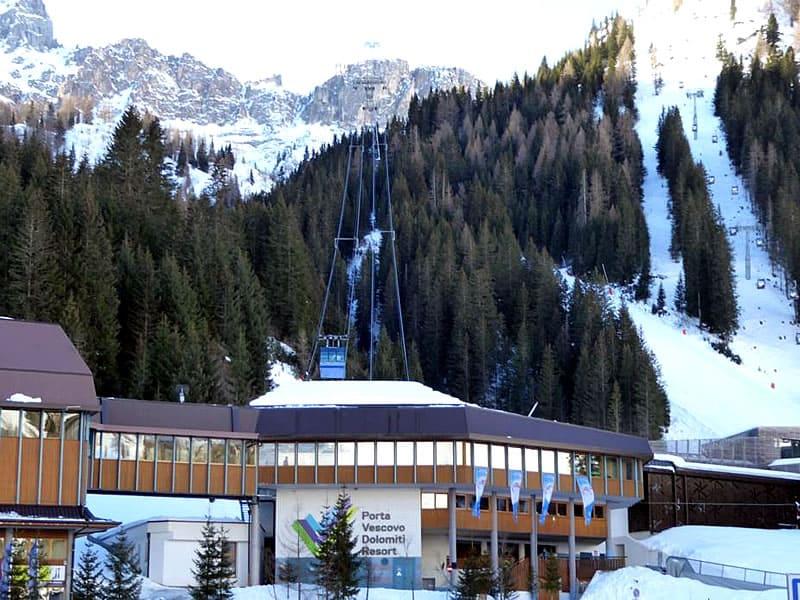 Skiverhuur winkel Ski Service da Nico, Talstation Porta Vescovo Umlaufbahn - Via Piagn 2 in Arabba