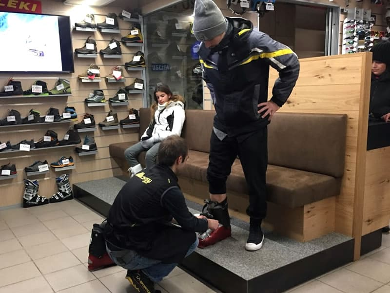 Skiverhuur winkel Montelli Sport in Via dei Cavai, 1, Pejo
