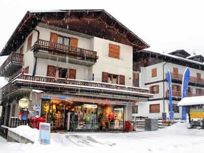 Skiverhuur winkel Cecco Sport, Bormio in Via Funivia, 55