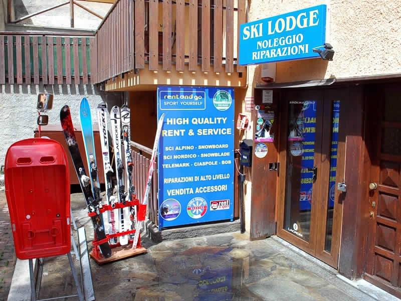 Skiverhuur winkel Ski Lodge - Noleggio e Riparazione, Via Nazionale, 16a in Claviere
