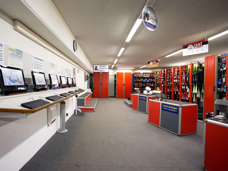 Skiverhuur winkel Sportservice Erwin Stricker, Via Petschied 2 in Lüsen