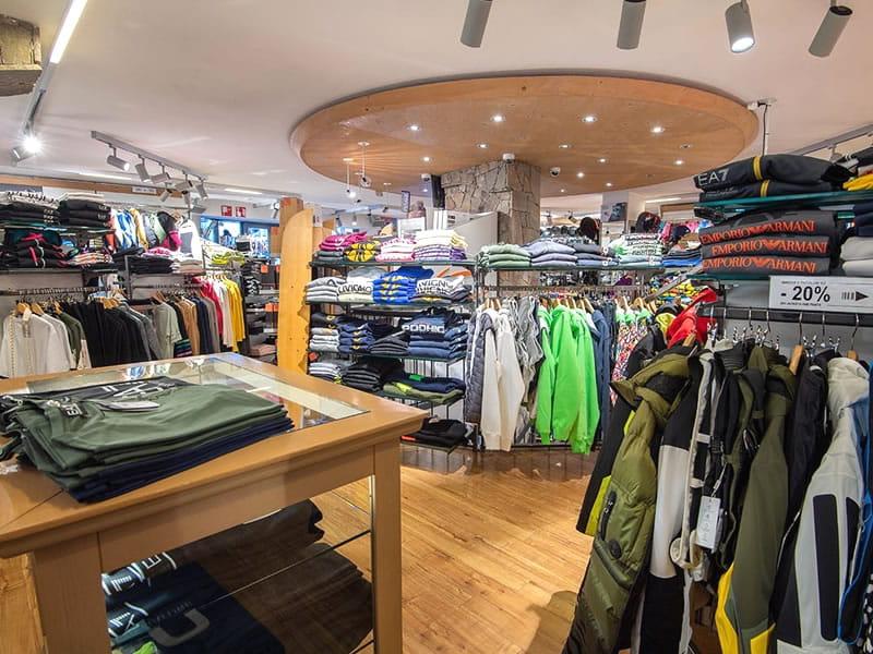 Skiverhuur winkel Zinermann Sporting, Via Plan, 21H in Livigno