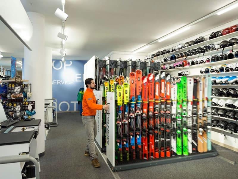 Skiverhuur winkel rent and go Andalo in Via Rindole 3b (Talstation Kabinenbahn), Andalo