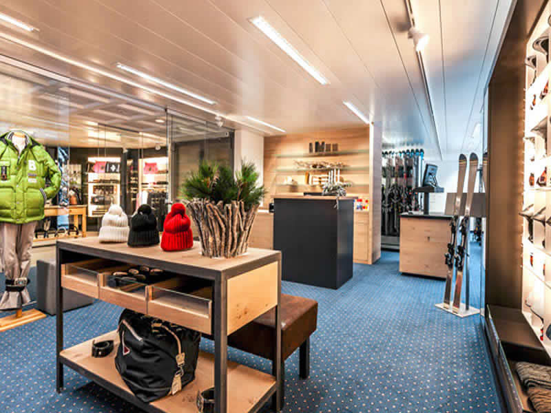 Skiverhuur winkel Carmenna Sport, Waldhotel National in Arosa